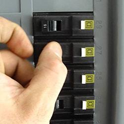 cortar a energia no disjuntor antes de ligar o aquecedor de água